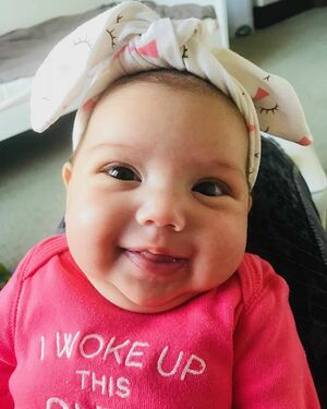 Those eyes, that nose, that smile, those chins, this precious little 2 month old 😭🙌🏼😻 I can't with her!! 😭😭😭😭🙌🏼❤️